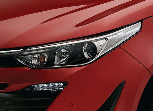 PROJECTOR HEADLAMPS WITH LINE GUIDE AND LED DRL